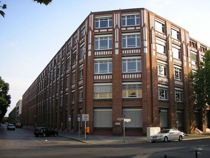 Здание завода по производству ламп накаливания Osram A  в 1920-1939 гг. /Фото: wikipedia.org