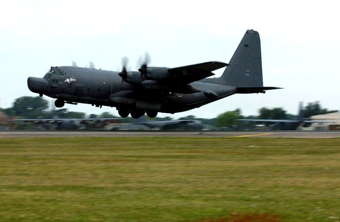 Военно-транспортный самолет MC-130J. /Фото: wikipedia.org