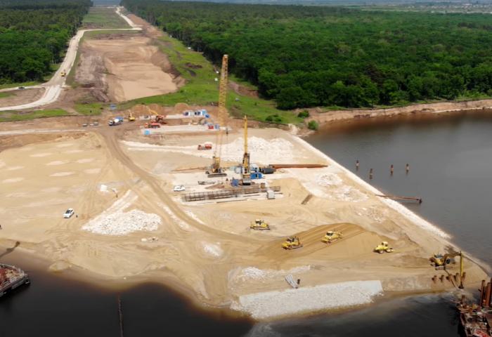 Строительство моста через Волгу уже начато. /Фото: 63.ru
