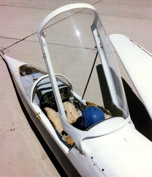 Положение пилота в необычном самолете. /Фото: ninfinger.org