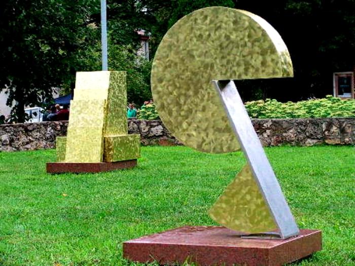 Памятник сыру можно найти в необычном месте. /Фото: livejournal.com