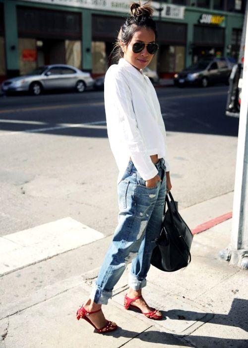 Блузка - вещь универсальная и приемлет разное по цвету белье. /Фото: pinterest.com