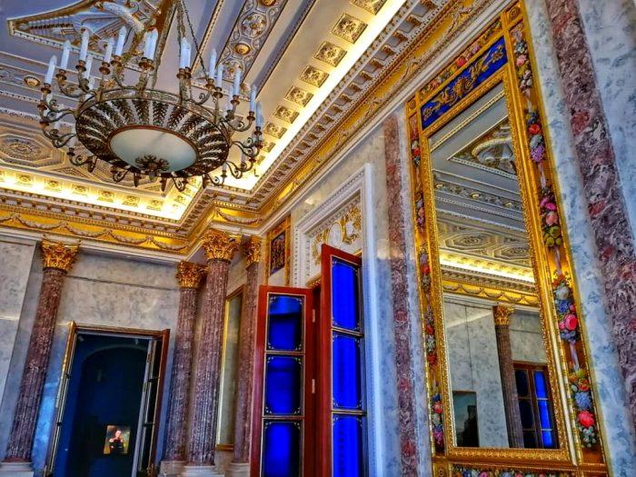 Интерьеры Михайловского замка не менее великолепны, чем его фасад. /Фото: peterburg.guide