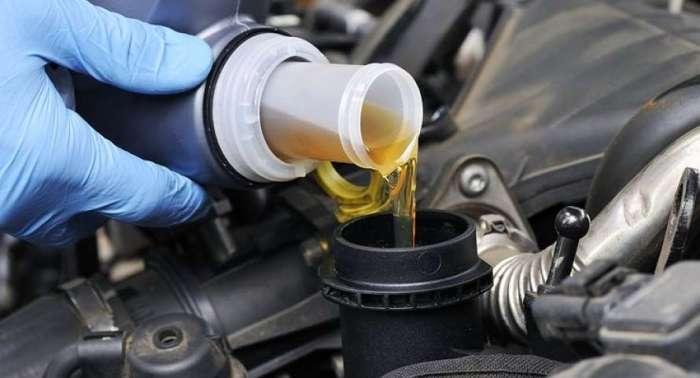 Может быть, однажды бензин снова обретет другой цвет. /Фото: lenta.ua