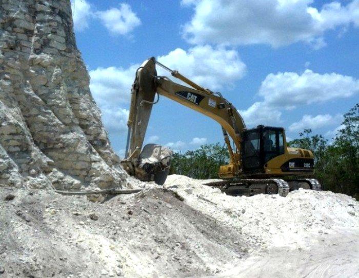Увы, но не все строительные компании уважительно относятся к памятникам истории. /Фото: publy.ru
