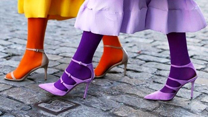Колготки под босоножки - это тренд. Главное - правильно носить. /Фото: u-mama.ru