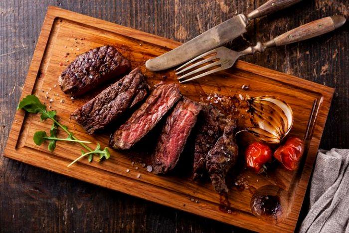 Для стейка - и вилка, и нож. /Фото: zagranitsa.com