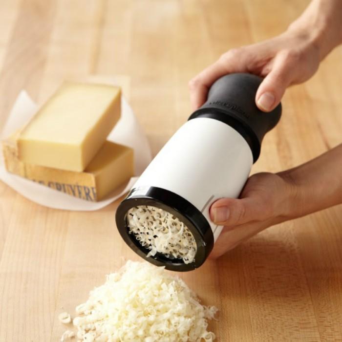 Легким движением руки сыр превращается в стружку. /Фото: french.alibaba.com