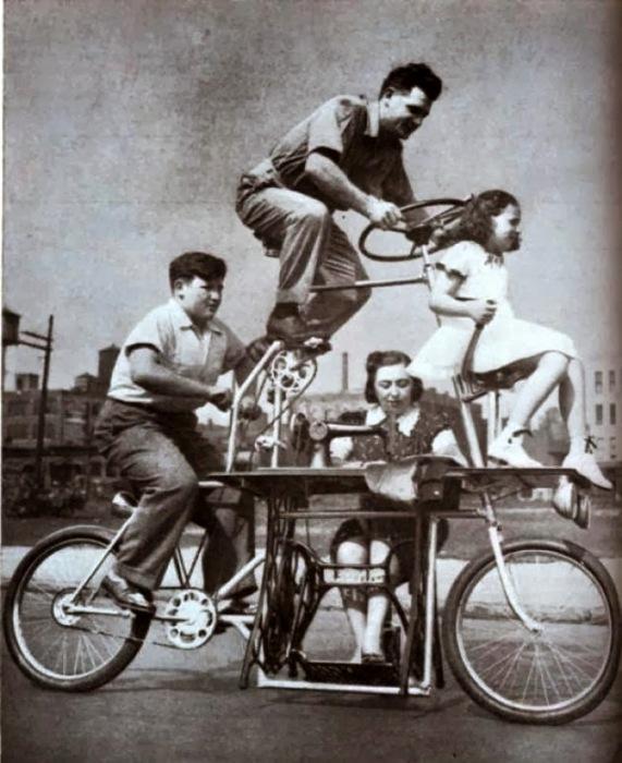 Нетривиальный случай, когда один велосипед на всех. /Фото: blogspot.com