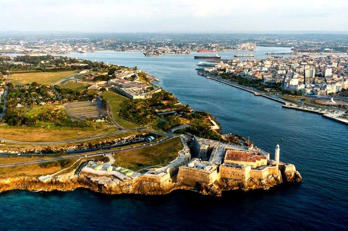 Красивейшая и мощная крепость на побережье Кубы. /Фото: romeroandbraas.com
