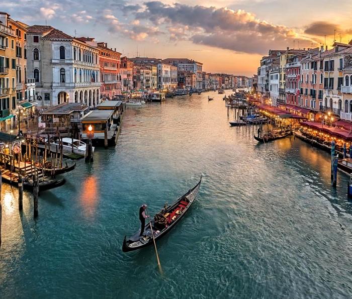 Вопреки стойкой ассоциации, к одному из символов Венеции новый концепт не имеет отношения. /Фото: grandvoyage.com.ua