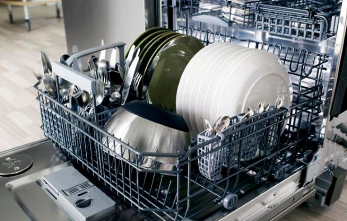 Зря на посудомойку наговаривают: она справляется со своей работой. /Фото: tehno.expert