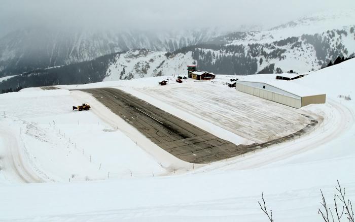 Одинаково живописный и опасный аэропорт. /Фото: wikimedia.org