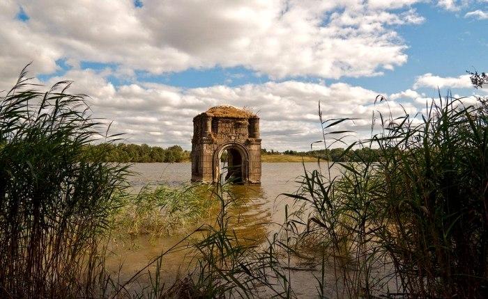 Оставшийся след от старого храмового комплекса. /Фото: vk.com