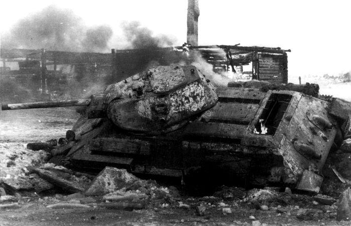 Танк Т-34, подбитый во время боев под Москвой.