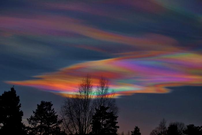 Природные явления в цветах радуги встречаются куда чаще, чем мы обычно представляем. /Фото: mks-onlain.ru