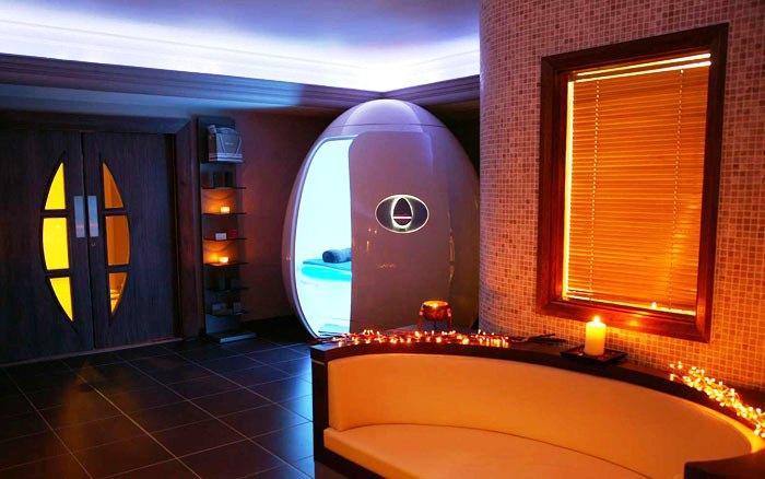 Кабинка для отдыха необычной формы. /Фото: hotelscombined.com