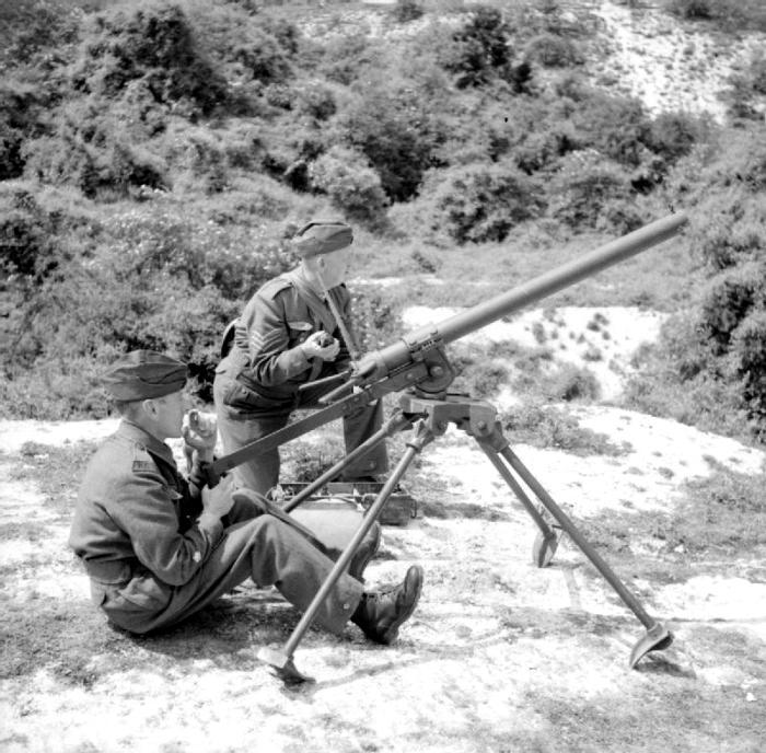 Британская модификация огнемета во время боя в 1941 году. /Фото: wikipedia.org