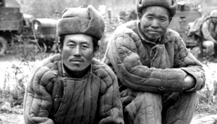 Телогрейка пришла в Россию из Китая. /Фото: whitwpageshistory.com