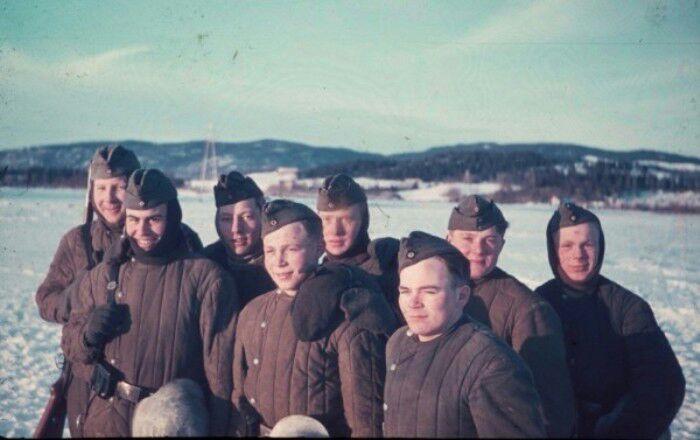 Немцы не гнушались одевать стеганые ватные телогрейки погибших красноармейцев. /Фото: alternathistory.com