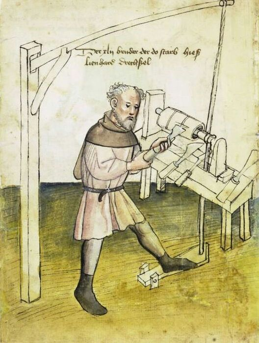 А такие станки использовали в 15 веке. /Фото: pinterest.com