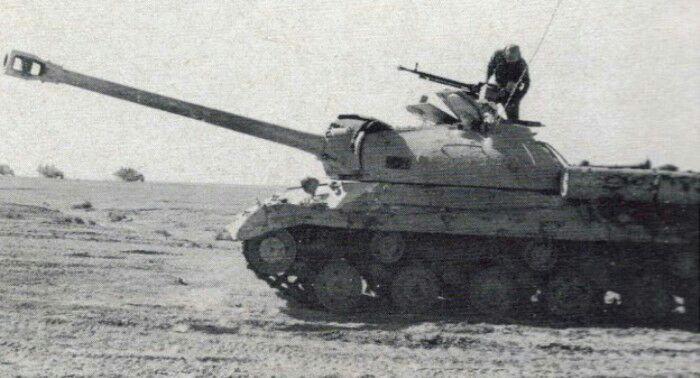 Танк ИС-3М египетской армии. Во время танкового сражения будет уничтожен израильтянами. /Фото: yaplakal.com