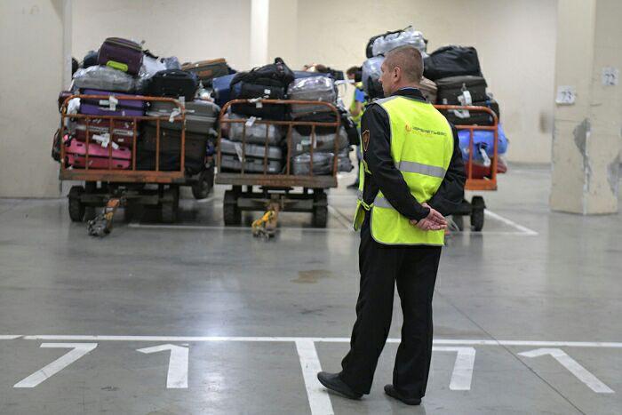 Совсем скоро лоты из чемоданов-потеряшек можно выкупить и в России. /Фото: kp.ru