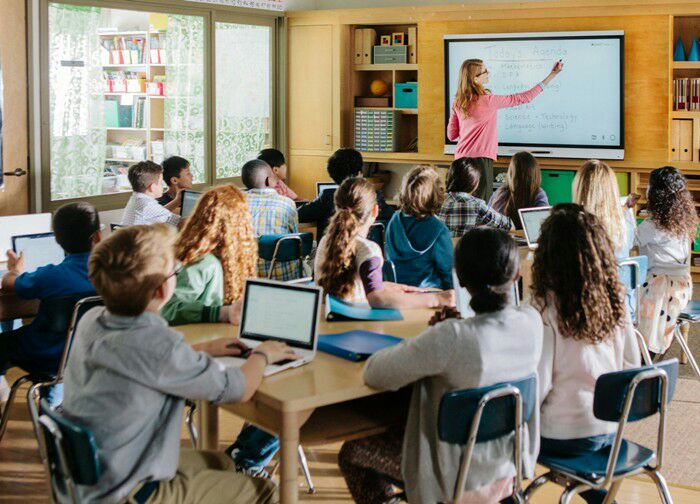 Сегодня технические средства на уроках не являются чем-то удивительным. /Фото: edguru.ru