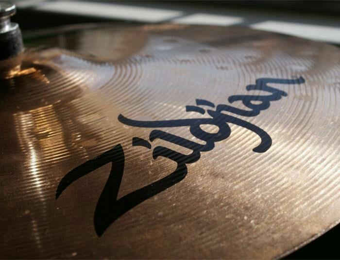 Легендарные тарелки для легендарных музыкантов. /Фото: vilingstore.net