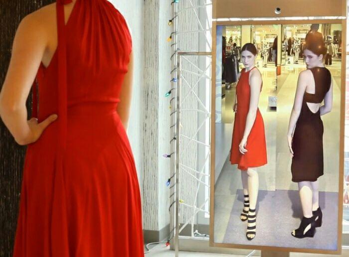 Умные примерочные все чаще появляются в бутиках. /Фото: electronicproducts.com