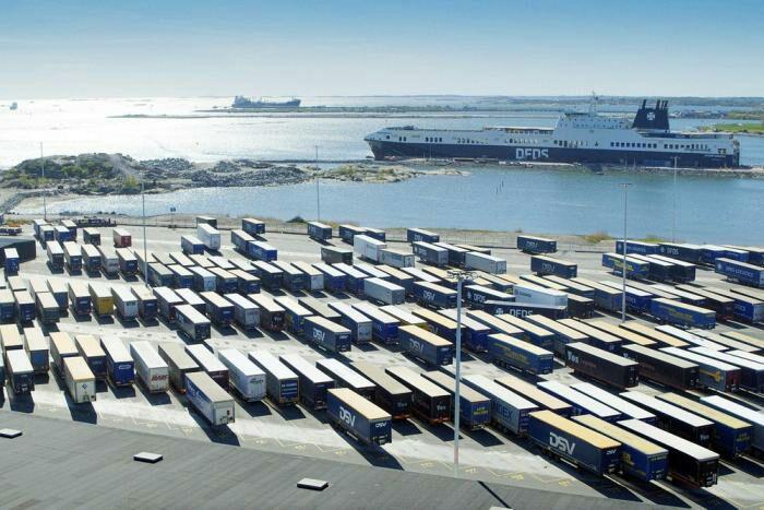 Теперь в Швеции в порту грузоперевозками занимаются машины. /Фото: newatlas.com