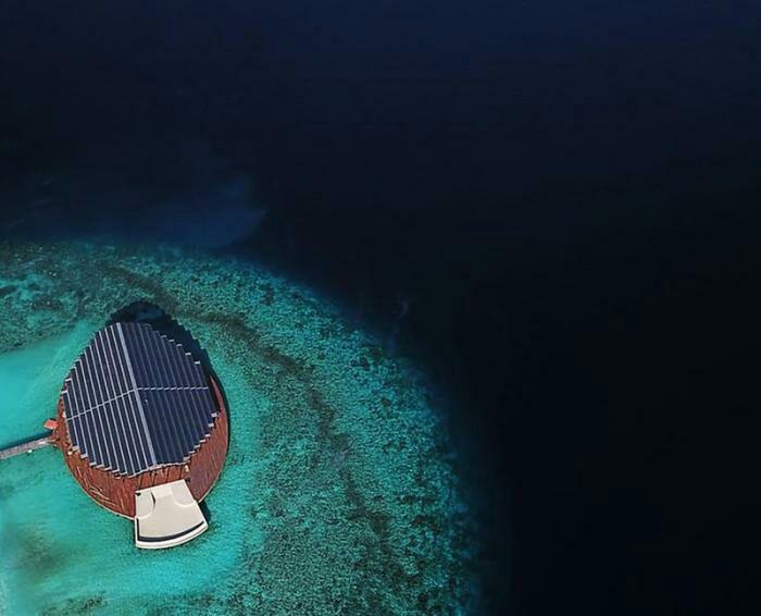 Фотовольтовая крыша активно взаимодействует с солнечным светом. /Фото: fainaidea.com