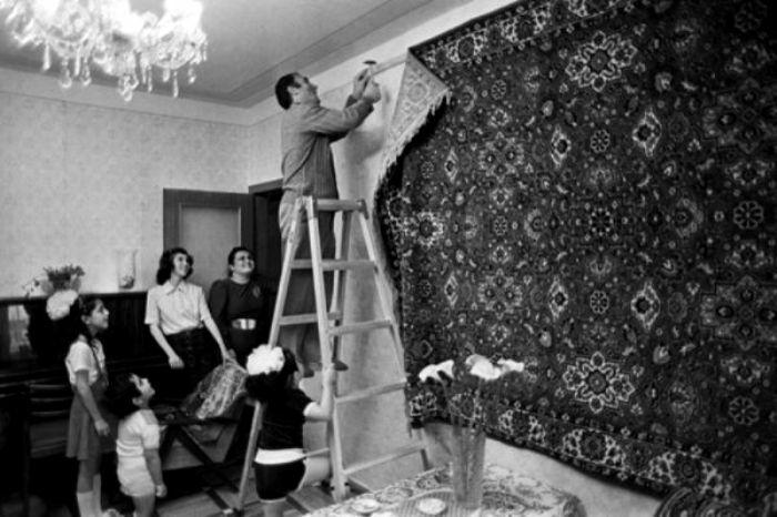 Невозможно представить советский интерьер без ковра на стене. /Фото: topast.ru
