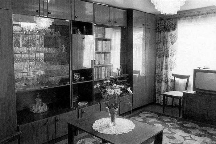 Мебельная конструкция в полкомнаты. /Фото: lj-top.ru