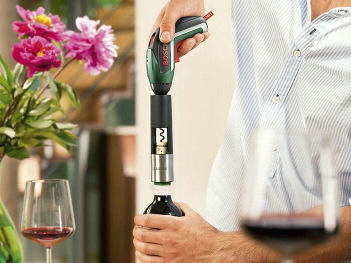 И шуруп выкрутит, и пробку от вина. /Фото: boschtools.xom.ua