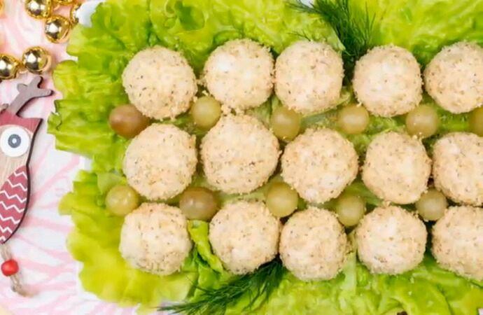 Тандем мяса птицы и винограда в оригинальной форме. /Фото: 1000.menu