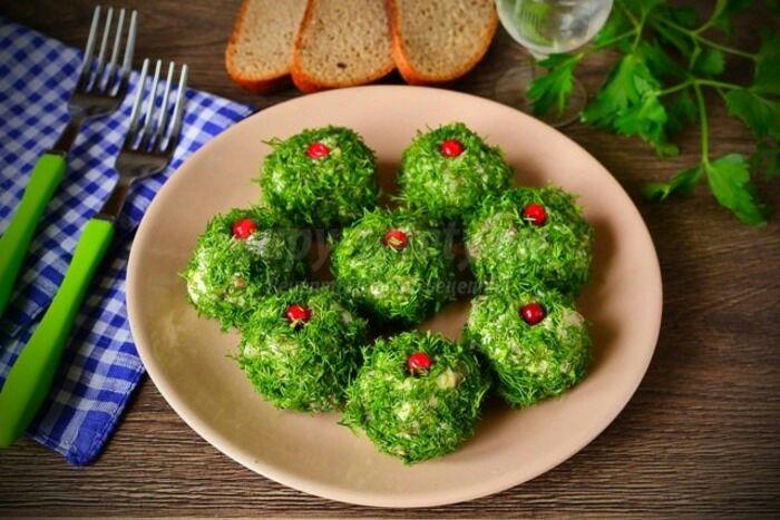 Необычная подача традиционной селедки. /Фото: supy-salaty.ru