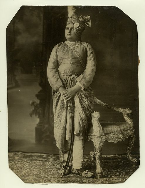 Знатные жители Индии могли заказать декоративный тальвар с жемчугом. /Фото: wikipedia.org