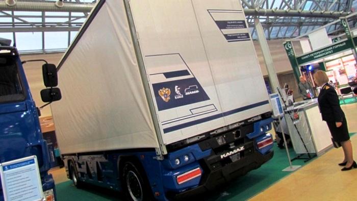 Симметрия конструкции значительно увеличивает амплитуду движения грузовика. /Фото: tarantas.news