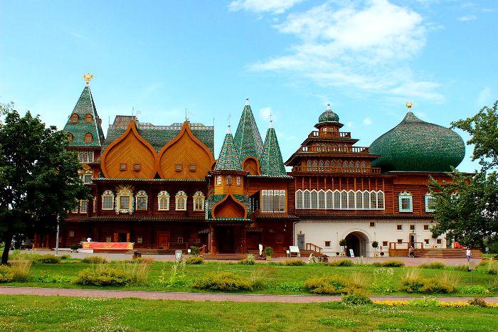 Царская резиденция в Коломенском, современный реконструированный вид. /Фото: wikiрedia.org