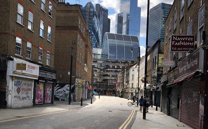Рядом с красивейшими достопримечательностями в Лондоне - обычные серые улицы. /Фото: fashionunited.ru