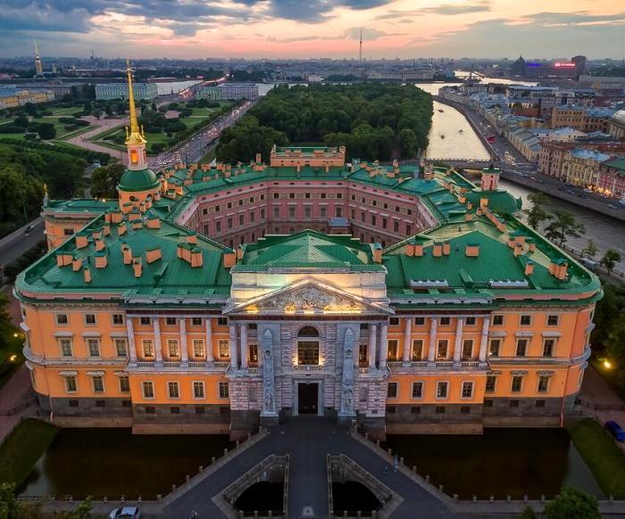 Замок, который меньше всего похож на замок. /Фото: miroworld.ru