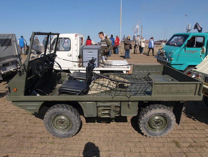 Австрийский автомобиль также предусматривал передвижение лежа. /Фото: wikipedia.org
