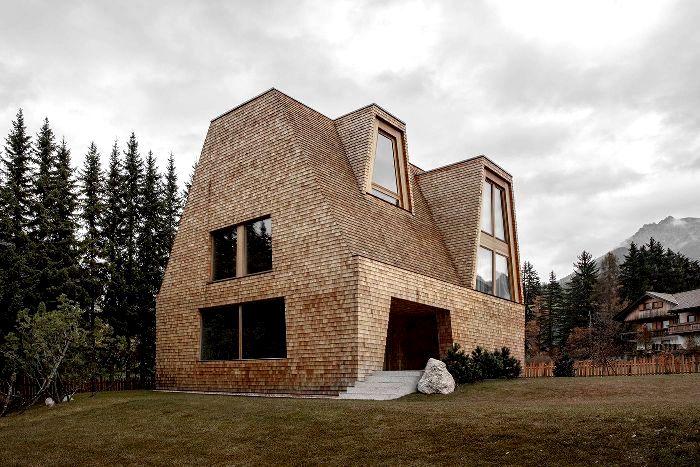 Дом, который со временем поменяет цвет. /Фото: afasiaarchzine.com
