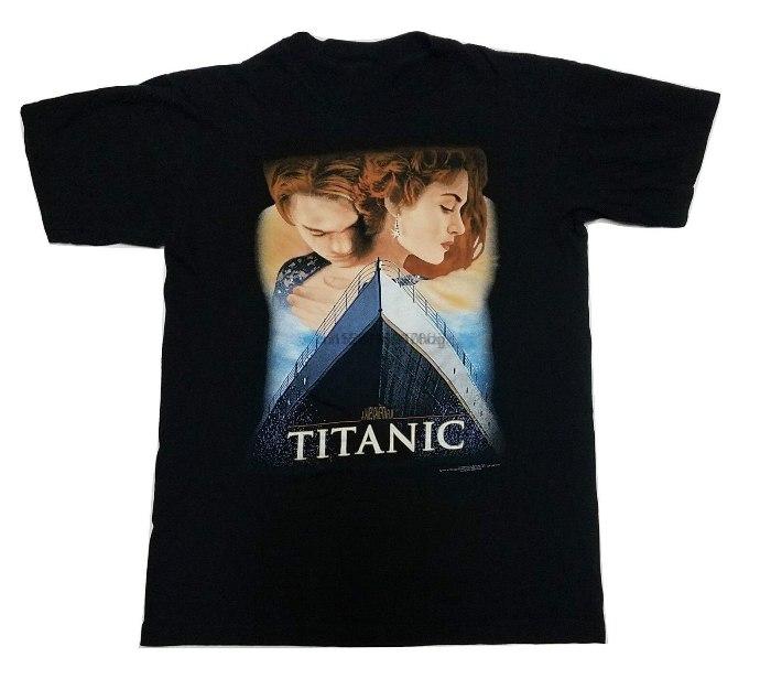 Кроме плакатов со знаменитостями были еще и футболки с такими же изображениями. /Фото: aliradar.com
