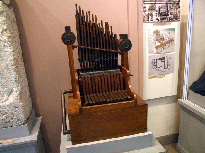 Оригинальный музыкальный инструмент. /Фото: fenixslovo.com