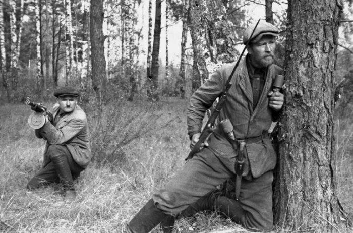 Белорусские партизаны в 1943 году. /Фото: sarahsundin.com
