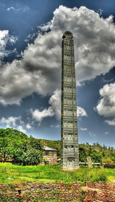 Высочайшая из сохранившихся в первозданном виде стела. /Фото: turbina.ru