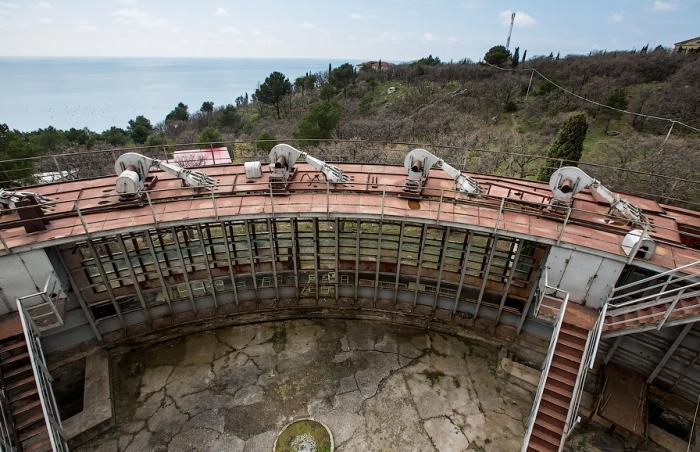 Вентиляторы бассейна были интересной формы - сверху похожи на огромные вилки. /Фото: livejournal.com