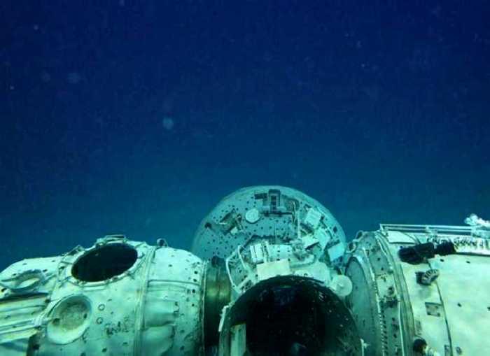 Трудно сосчитать, сколько космических кораблей нашли последнее пристанище в районе Точки Немо. /Фото: spb.questguild.ru